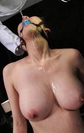 爆乳奥様朝桐光さんの両手首&ボールギャグ拘束で電マ責めで、一気に潮を大噴射!立ち位のままバイブをぶち込まれまたまた大噴射!
